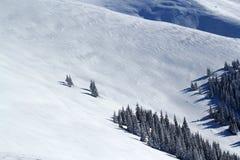 Stort insnöat bergen! Royaltyfri Foto