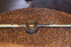 Stort kaffe maler plugghästkaffebönor Royaltyfri Fotografi