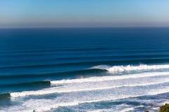 stort krascha ställer in waves royaltyfria bilder