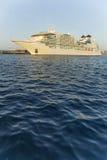 Stort kryssningskepp i hamnen Palamos i Spanien, Seabourn extranummer från Fotografering för Bildbyråer