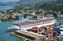 Stort kryssningskepp i huvudstad av Saint Lucia Royaltyfria Bilder