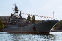 Stort landningskepp Azov 151 i fjärden av Black Sea Arkivfoto