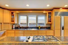 stort lyxigt modernt trä för kök arkivbilder