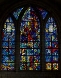Stort målat glassfönster i domkyrka eller kyrka Royaltyfri Foto
