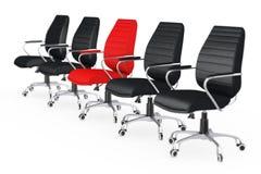 Stort möte för affär Röd läderframstickandeOffice Chair Between ot Royaltyfri Bild