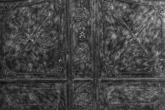 Stort metalldörrslut upp arkivbild