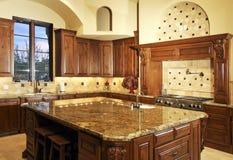 stort modernt för härligt home kök Royaltyfri Foto