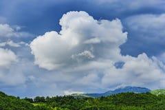 Stort moln i Marche Arkivbild