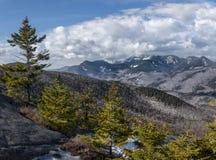 Stort område för Adirondack berg och prydliga träd royaltyfri fotografi
