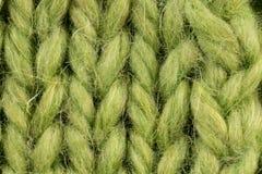 Stort para ihop, stora flätade trådar och öglor gör grön Arkivbild