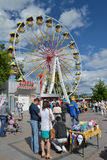 Stort rulla in den Tsvetnoy boulevarden i ferien, Tyumen Royaltyfri Fotografi