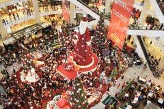 Stort Santa Claus Christmas träd Fotografering för Bildbyråer