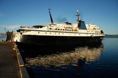 Stort skepp på den Savusavu hamnen, Vanua Levu ö, Fiji Arkivfoton