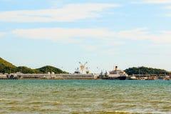 Stort skeppgård och hav under molnig himmel Royaltyfria Foton