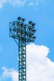 Stort strålkastaretorn, sportstadionstrålkastare Royaltyfri Bild