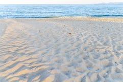 Stort strandhav med himmelbakgrund Arkivfoto