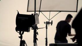Stort studioexponeringsljus på tripoden och den mjuka asken arkivfoto