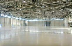 Stort töm utrymme i hangar arkivfoton