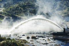 stort urladdningsvatten Arkivbilder