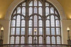 Stort utsmyckat fönster royaltyfri bild
