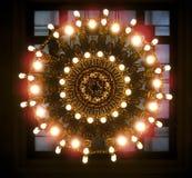 stort utsmyckat för ljuskrona royaltyfria bilder