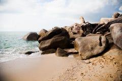 Stort vaggar tvättat av havet Fotografering för Bildbyråer