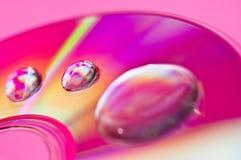 stort vatten för liten droppe för kompakt disk för closeup Fotografering för Bildbyråer