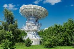 Stort vitt radioteleskop Arkivfoto