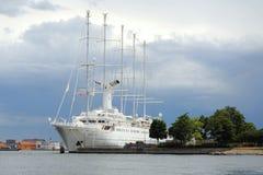 Stort vitt skepp i Kobenhavn, Köpenhamn, Danmark Royaltyfri Foto