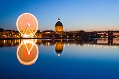 Stort wheel in den Toulouse stadsmitten Royaltyfri Foto