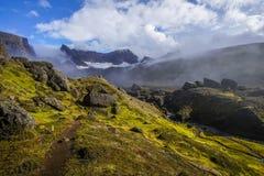 Storurd - área de montanha com um lago bonito em Islândia foto de stock royalty free