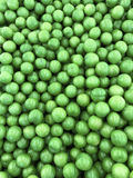 Stos świeże dojrzałe zielone oliwki Zdjęcia Stock