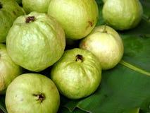 Stos świeży guavas tło Obrazy Stock