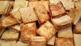 Stos świezi mini ptysiowi ciasta kropiący z sezamami Zdjęcia Stock