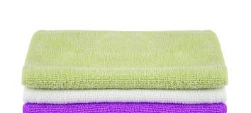Stos barwioni ręczniki odizolowywający zdjęcie royalty free