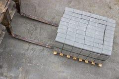 Stos betonowi sześciany dla chodniczka brukowania Obrazy Royalty Free