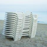 Stos biali lounging krzesła Obraz Stock