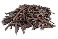 Stos brogująca łupka, przygotowywający dla ogrzewać dom Zbierać pożarniczego drewno dla zimy lub ogniska obrazy stock