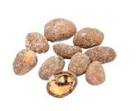 Stos cukier pokrywał arachidy odizolowywających nad zdjęcia royalty free