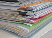 Stos dokument na biurku obrazy stock