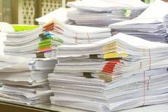 Stos dokumenty na biurko stercie Zdjęcia Royalty Free