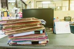 Stos dokumenty na biurku Obrazy Royalty Free