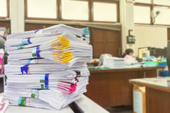 Stos dokumenty na biurku Obrazy Stock