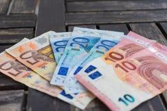 Stos euro banknoty Dziesięć, dwadzieścia i pięćdziesiąt euro banknotów o, Zdjęcie Stock