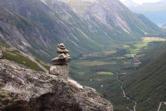Stos kamienie jest znakiem konkieta góra zdjęcia royalty free