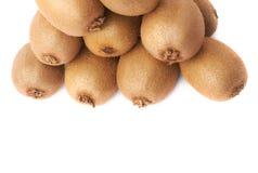 Stos kiwifruits odizolowywający Obrazy Royalty Free