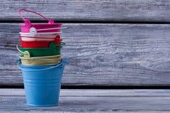 Stos kolorowi pails fotografia stock