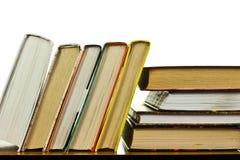 Stos książki na stole obrazy stock