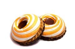 Stos marshmallows glazurujący z czekoladą Dużo pokrywali eleganckiego zephyr deser na bielu Zdjęcie Stock