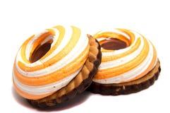 Stos marshmallows glazurujący z czekoladą Dużo pokrywali eleganckiego zephyr deser na bielu Obrazy Stock